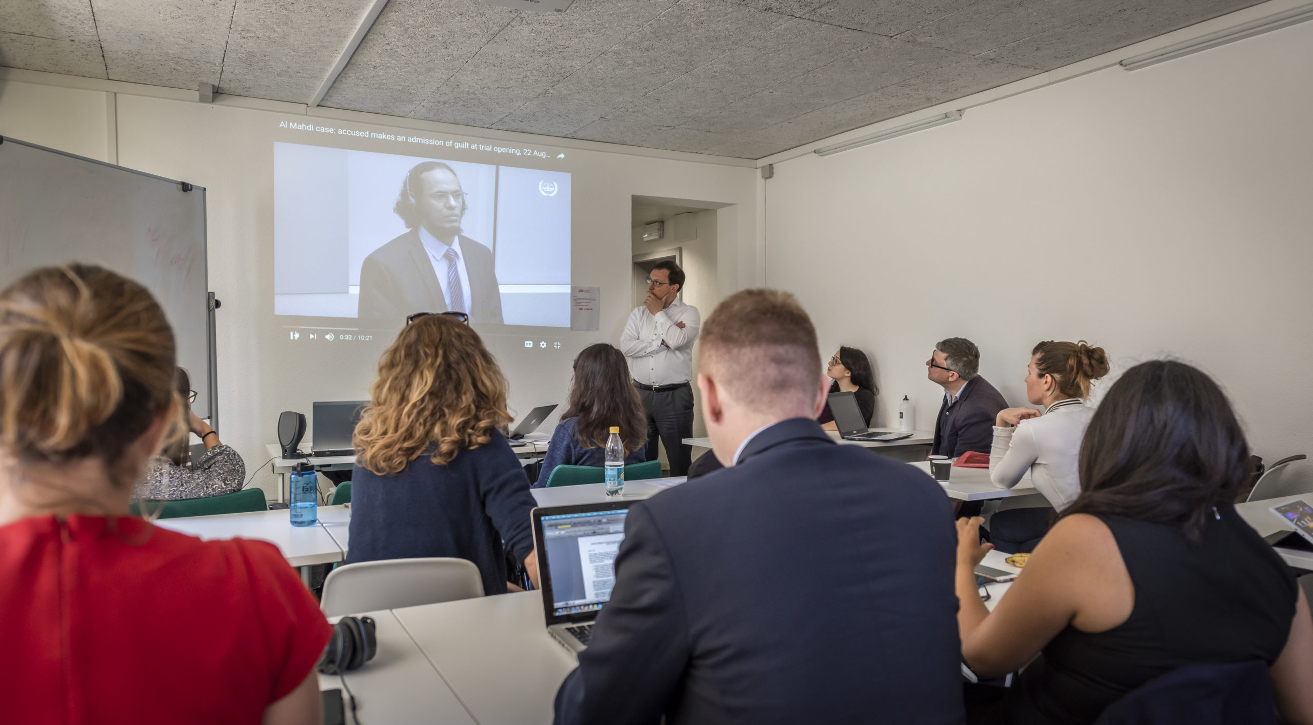 A course of the Executive Master in  International Law in Armed Conflict © OLIVIER CHAMARD / GENEVA ACADEMY