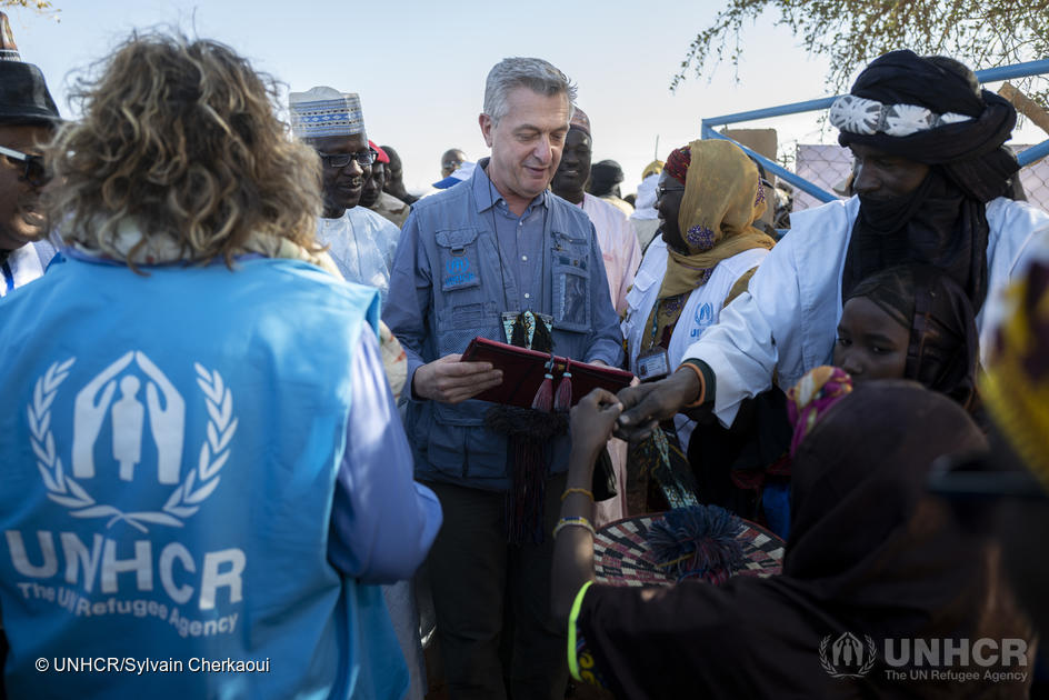 UN High Commissioner for Refugees Filippo Grandi meets Malian refugees in Ouallam, which also hosts increasing numbers of internally displaced Nigeriens. ; Already home to more than 215,000 refugees, Niger is also experiencing massive internal displacement within its own borders, caused by increasing violence. In regions bordering Burkina Faso and Mali, more than 80,000 Nigeriens have been forced to flee. In the two weeks before UN High Commissioner for Refugees Filippo Grandi visited Ouallam in late-January 2020, nearly 600 internally displaced people arrived in the village, where a new approach to community cohesion is being introduced. UNHCR and the Government of Niger have developed a joint strategy to close all refugee camps in the Tillaberi region to better support the 58,000 Malian refugees living in Niger. In Ouallam, homes are being built for Malian refugees and members of the Nigerien host community, while health, education and water infrastructure are being improved for the benefit of all.