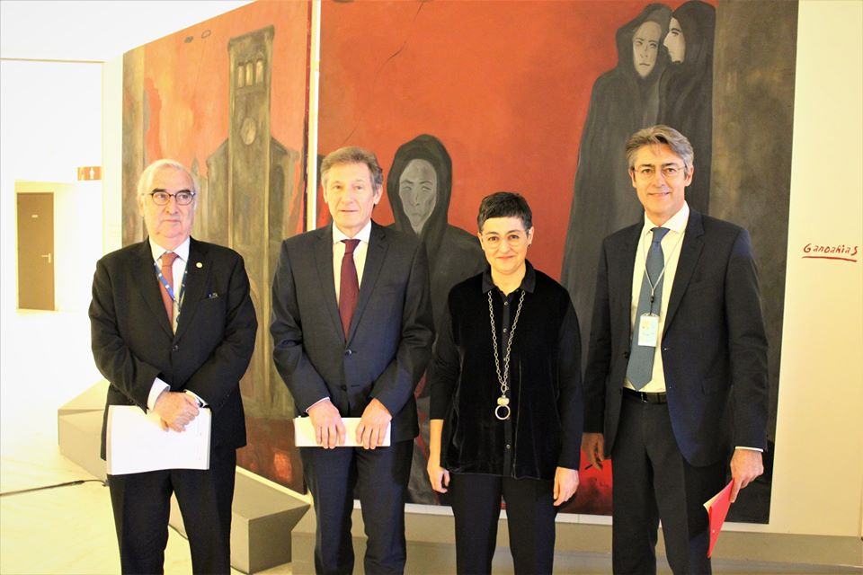 """Opening of the exhibition """"Gernika : Culture and art at the service of peace"""" by (left to right) Francisco Rojas Aravena, Rector of the University for Peace, Walter Stevens, EU Ambassador to the United Nations in Geneva, Arancha Gonzalez Laya, Spain's Minister of Foreign Affairs, and Francesco Pisano, Director of Library & Archives at UNOG. ©UNITED NATIONS LIBRARY & ARCHIVES GENEVA"""