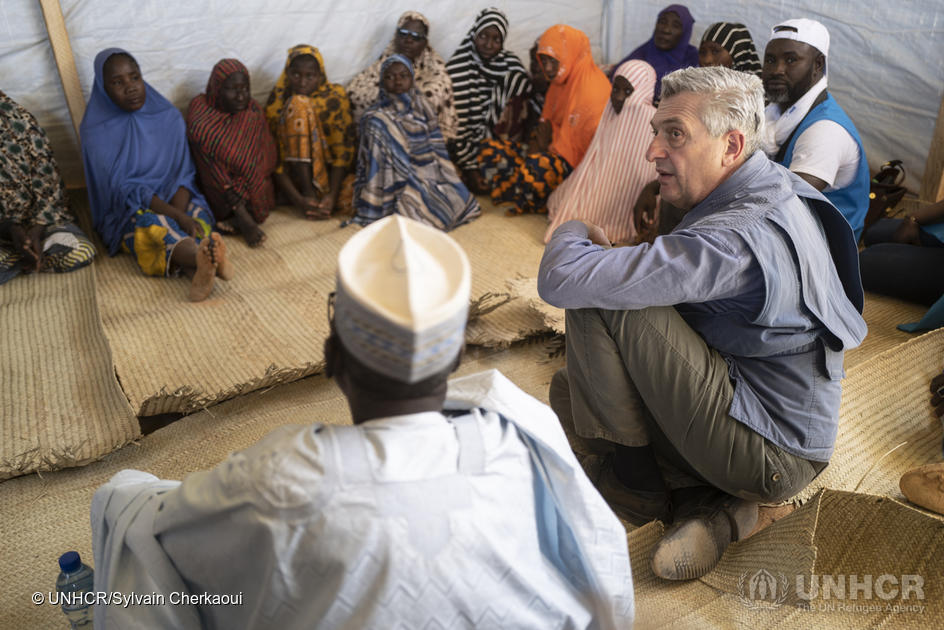 UN High Commissioner for Refugees Filippo Grandi meets with internally displaced Nigerien people in Ouallam, where people continue to arrive every day and which is already hosting a community of Malian refugees. ; Already home to more than 215,000 refugees, Niger is also experiencing massive internal displacement within its own borders, caused by increasing violence. In regions bordering Burkina Faso and Mali, more than 80,000 Nigeriens have been forced to flee. In the two weeks before UN High Commissioner for Refugees Filippo Grandi visited Ouallam in late-January 2020, nearly 600 internally displaced people arrived in the village, where a new approach to community cohesion is being introduced. UNHCR and the Government of Niger have developed a joint strategy to close all refugee camps in the Tillaberi region to better support the 58,000 Malian refugees living in Niger. In Ouallam, homes are being built for Malian refugees and members of the Nigerien host community, while health, education and water infrastructure are being improved for the benefit of all.