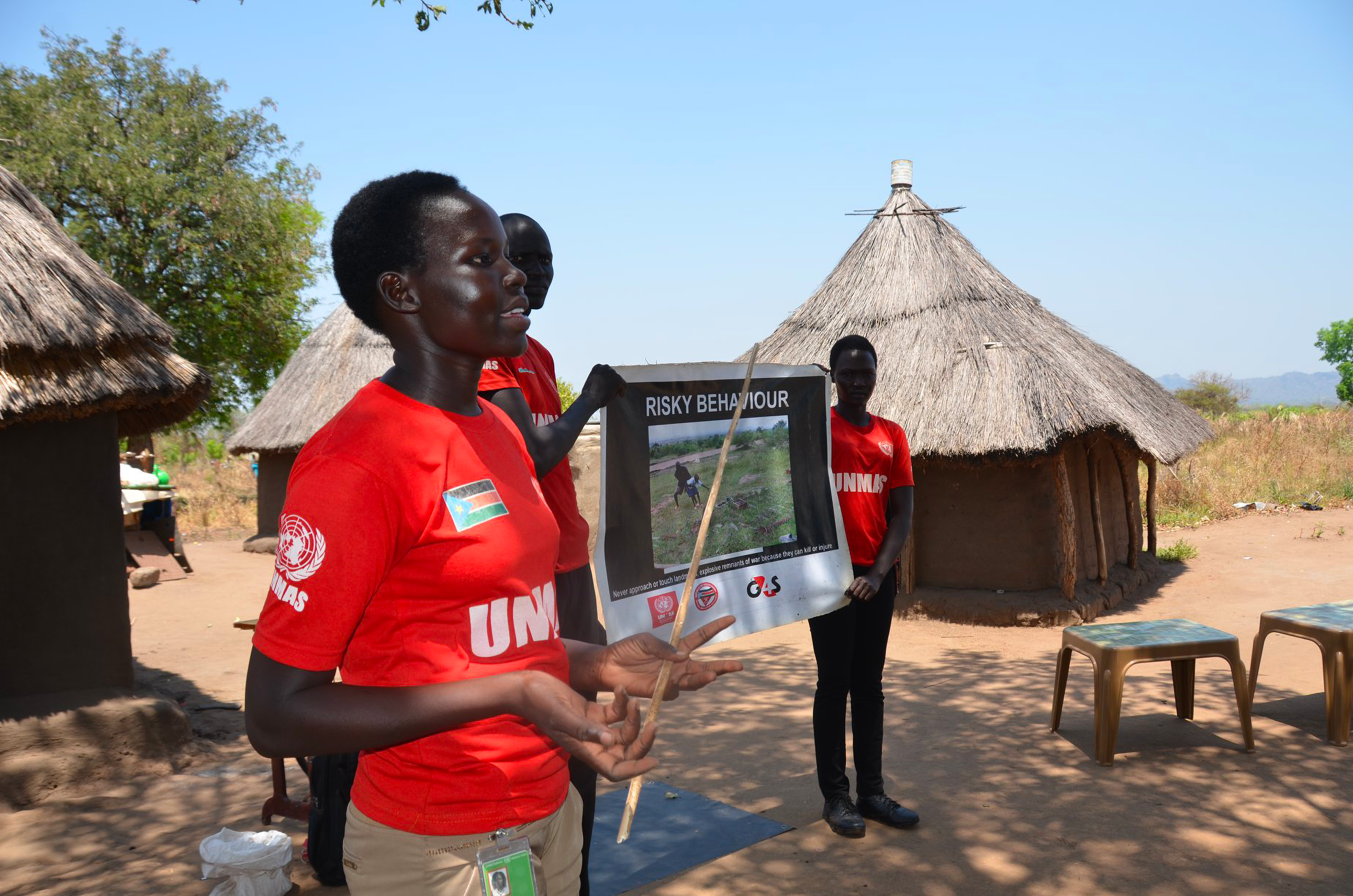 Mary Arok delivering a training session on explosive ordnance risk education in Birisi village, in the southern part of South Sudan. ©UNMISS