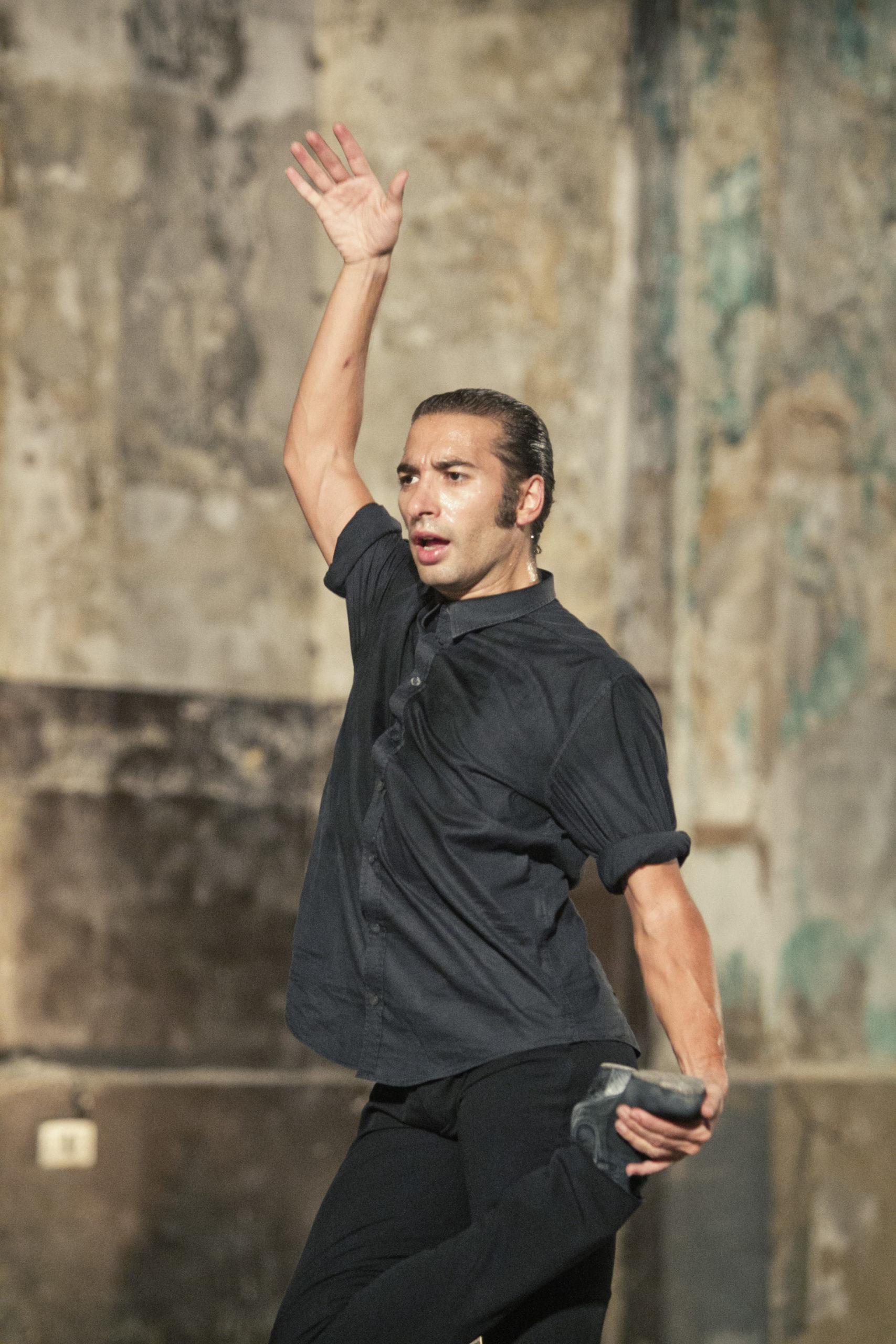 Israel Galván © Luis Castilla: Israel Galván, danseur et chorégraphe espagnol de flamenco sera au festival La Bâtie avec des créations audacieuses qui revisitent le flamenco à travers une approche contemporaine.