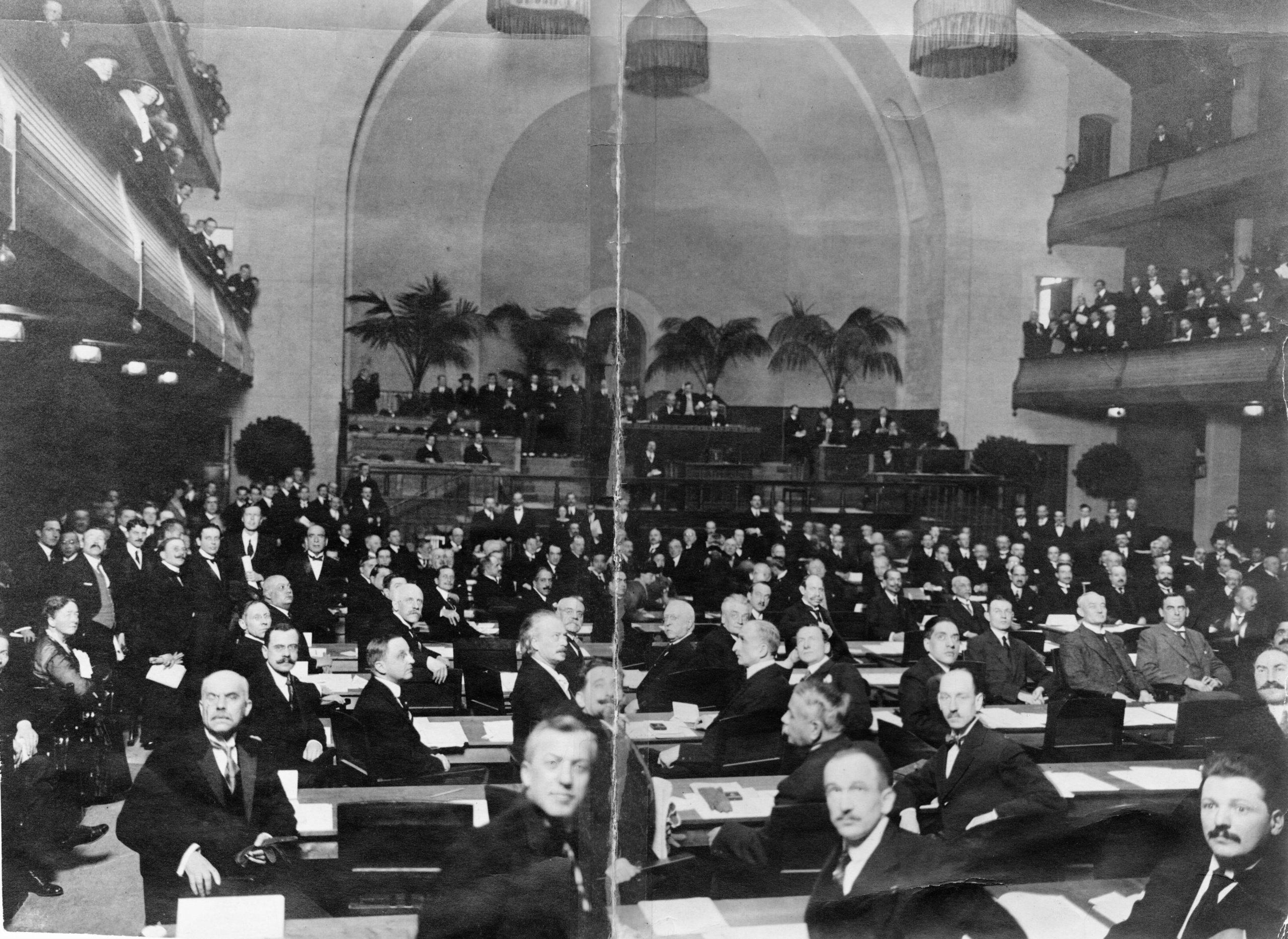 1ère session de l'Assemblée, Salle de la Réformation, 15 Novembre 1920 - Droit d'auteur A11 Photographie Boissonnas, Genève