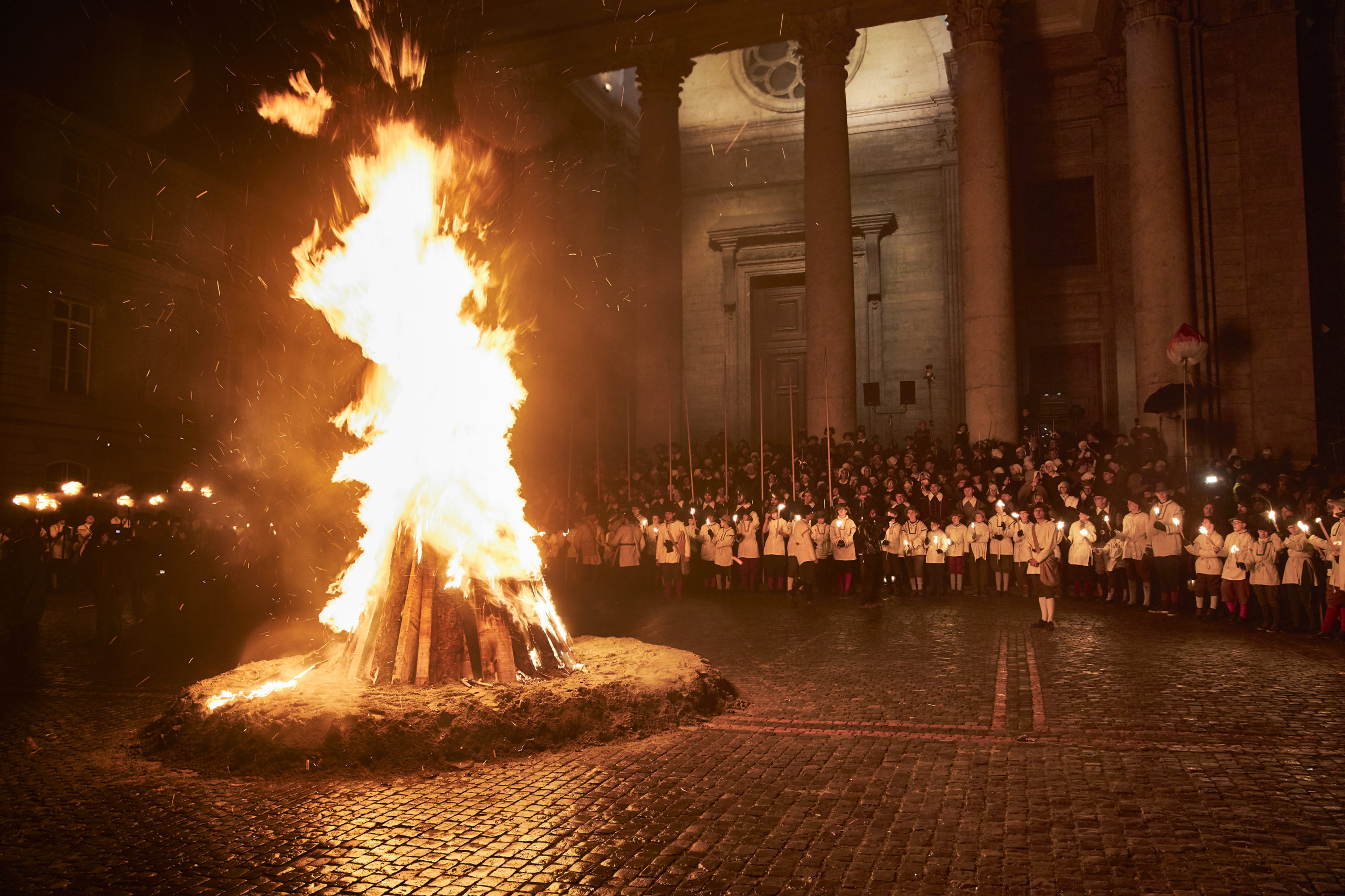 Fire of joy in front of the Protestant Cathedral ©L_Buscarlet
