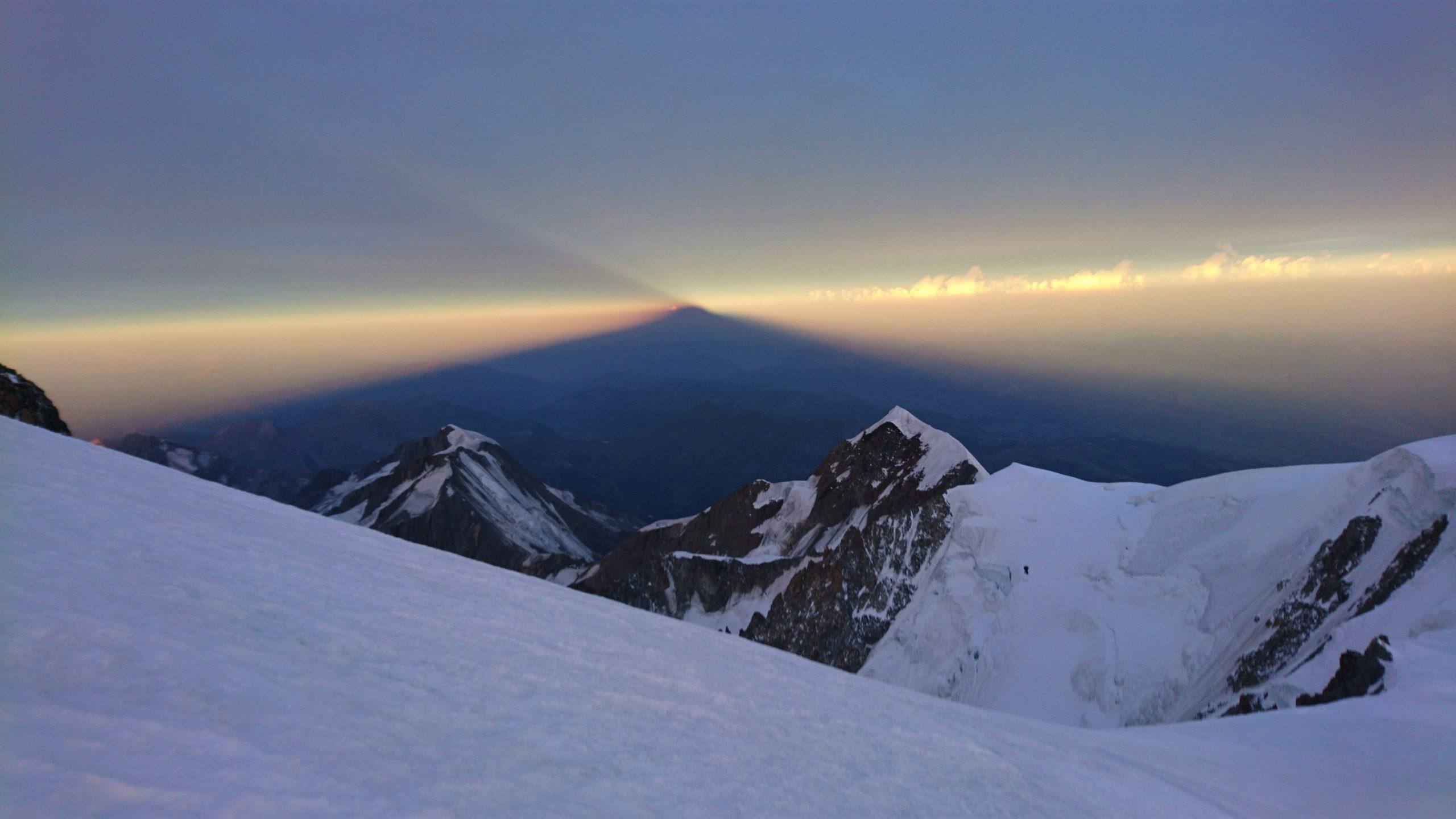 The Mont Blanc shadow at dawn © Andrea Cararo