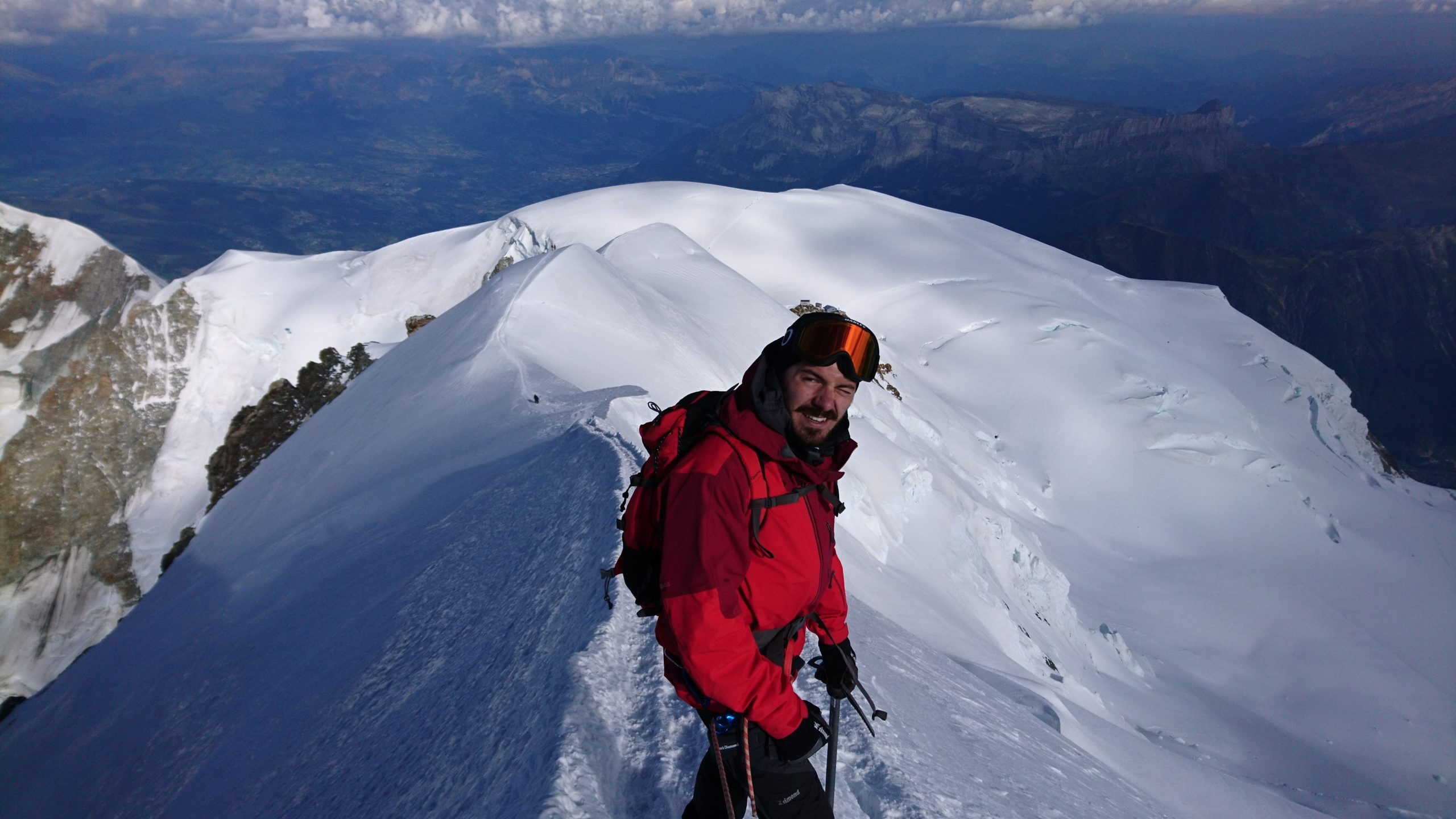 Descending from the Mont Blanc summit © Andrea Cararo