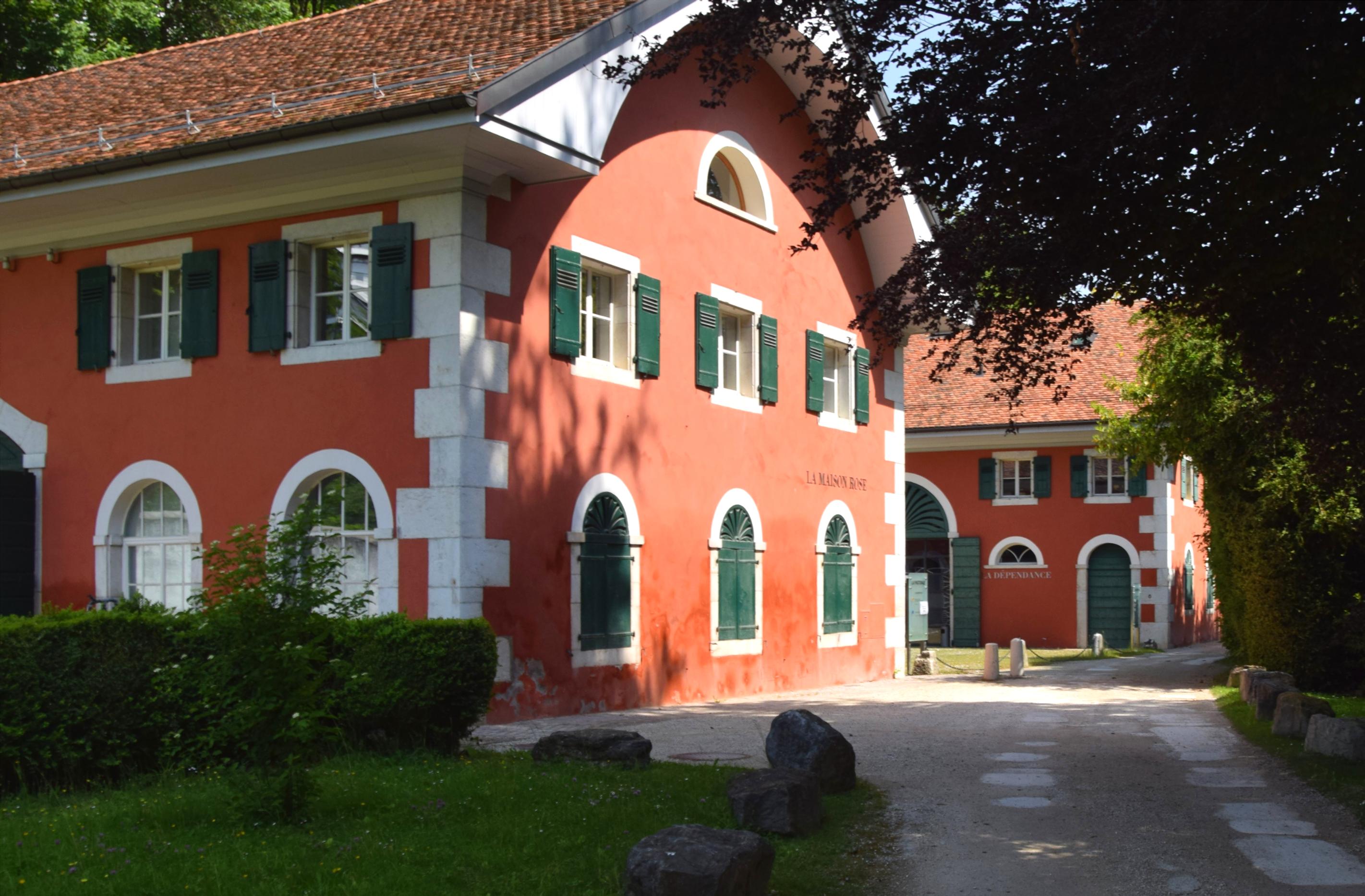 La maison rose aujourd'hui, siège du CAGI (CENTRE D'ACCUEIL DE LA GENÈVE INTERNATIONALE).